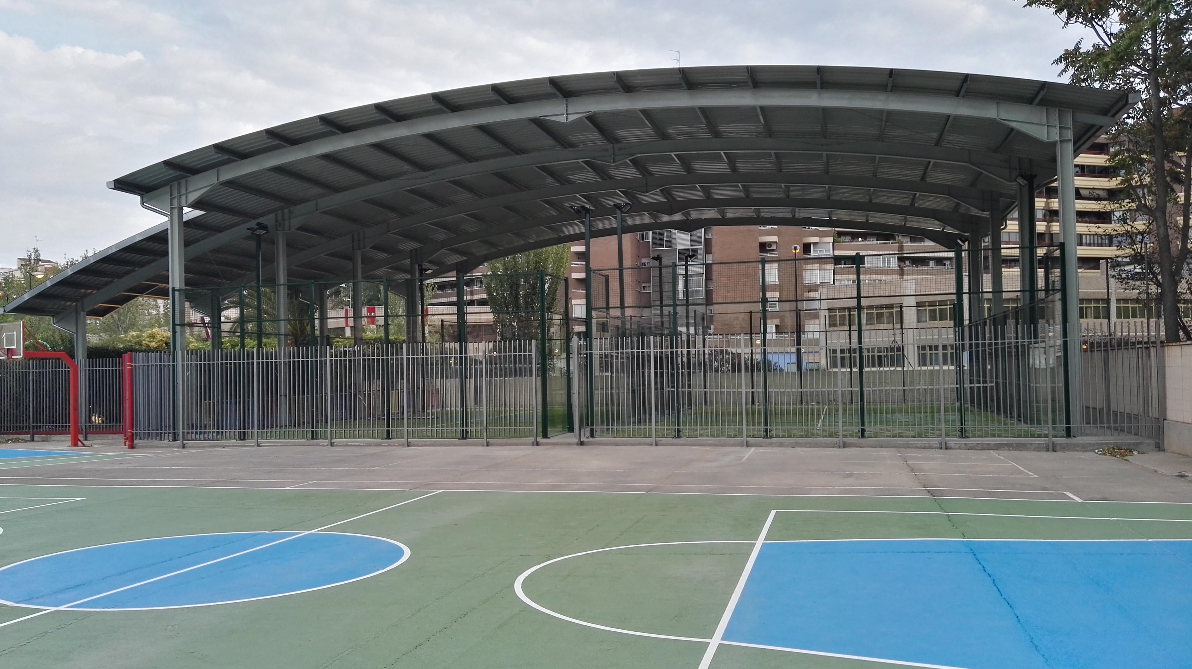 Nuevas pistas de padel cubiertas en el polideportivo de san agustin zaragoza agora sport - Cesped artificial zaragoza ...